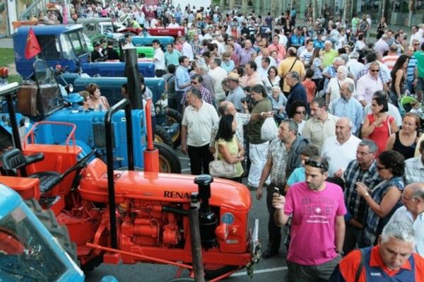 Exhibición de maquinaria agrícola antigua