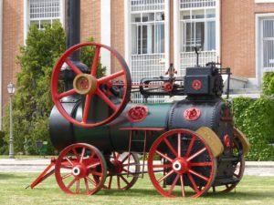 Los Primeros Tractores: de la Locomóvil agrícola al Tractor actual